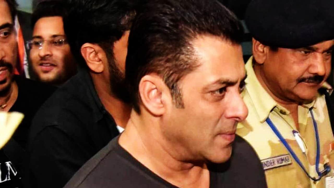 Salman Khan Slaps on security guard during premiere of bharat movie