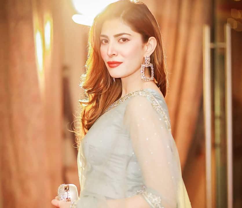 Actress Naimal Khawar looks Most Beautiful in sheer saree
