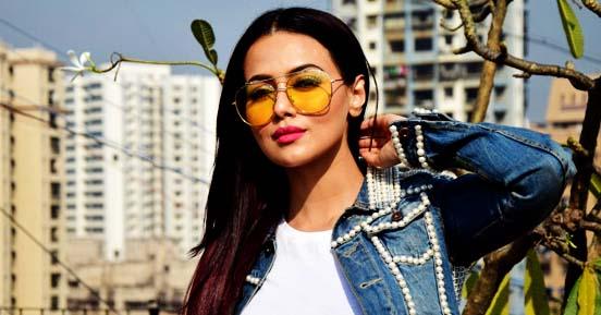 Indian actress Sana Khan wants to go for Umrah soon