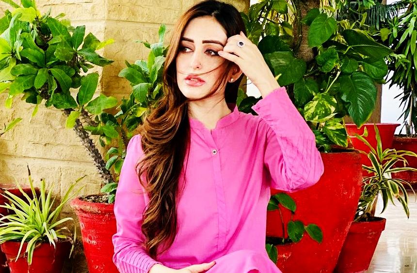 Sidra Niazi Photos
